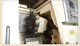 OKUMA LB300-M CNC旋盤